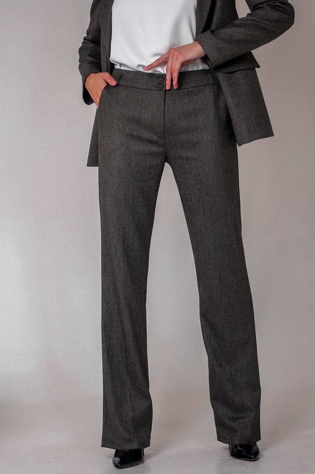 Класичний костюм зі штанами-кльош
