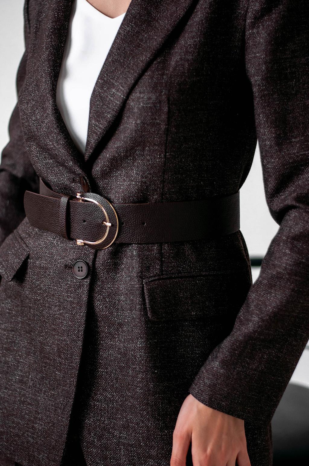 Костюм з подовженим піджаком та поясом