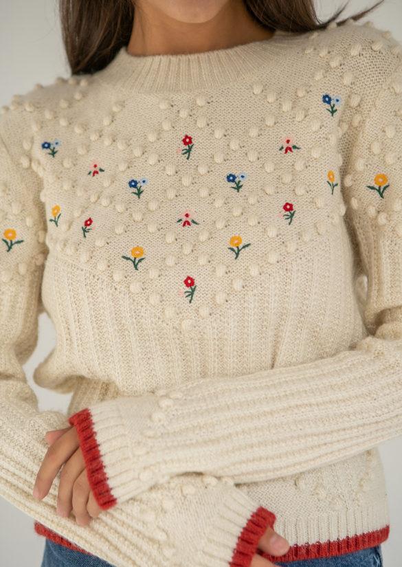 В'язаний светр з кульками